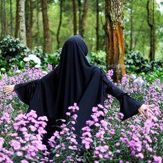 A muslimah doesn't need a crown to be a princess all she  need is a hijab to be a Quenn  . #Lensa #Muslimah Dari Sudut Yang Indah .  Like  Share and Tag 5 Sahabat Muslimahmu .  Follow  @MuslimahIndonesiaID  Follow  @MuslimahIndonesiaID  Follow  @MuslimahIndonesiaID  . Join With Us @MuslimahIndonesiaID  .  Karena Muslimah #Sholehah Itu Istimewa by @ayuwirum .  #duniajilbab #wanitasaleha #beraniberhijrah #tausiyahcinta #sahabattaat #sahabatmuslimah #Hijab #Jilbab #Khimar #KaumHawa…