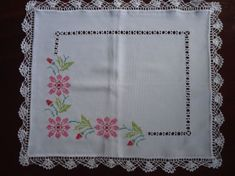 Mil Pudriqueiras®: Pano de Pratos, Cross Stitch Books, Cross Stitch Borders, Cross Stitch Flowers, Cross Stitch Designs, Cross Stitch Patterns, Chain Stitch Embroidery, Embroidery Stitches, Needlework, Diy And Crafts