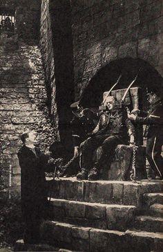 Jack Pierce applying Boris Karloff's make up for Bride of Frankenstein Classic Monster Movies, Classic Horror Movies, Classic Monsters, Horror Films, Frankenstein Film, Hollywood Monsters, Scary People, Creepy Movies, Horror Monsters