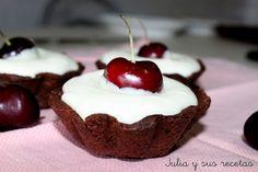 ¡Qué maravilla!: tartaletas de chocolate rellenas de chocolate blanco y cerezas