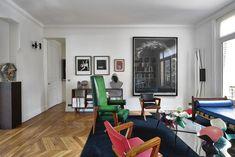 De regels van de kunst: binnenkijken in het appartement van ontwerper Kris Van Assche - Wonen - Knack Weekend Interior Decorating, Interior Ideas, Interior Architecture, Dining, Living Room, House Styles, Table, Furniture, Hipster