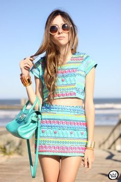 Matching patterned top & skirt (: love rounded sunnies too !