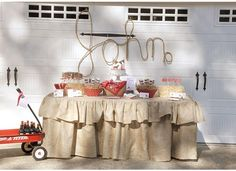 Would love a burlap tablecloth for my display