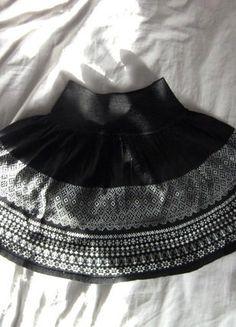 Kaufe meinen Artikel bei #Kleiderkreisel http://www.kleiderkreisel.de/damenmode/minirocke/141474998-schwarzer-minirock-mit-tollem-muster