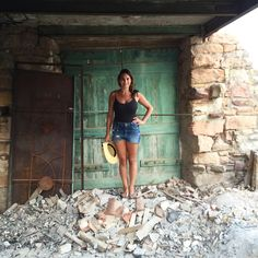 My life in ruins . #kampos #chios #love #house #casa #explore #girl #travel #enjoy #laugh #xios #photooftheday #happy #lifeinruins   Instagram: Melanie_Vorria