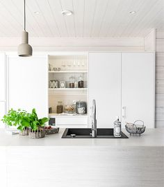 Honka Harmonia. Housing Fair Finland 2014 Kitchen Dining, Dining Room, Living Etc, Cool Kitchens, Dream Kitchens, House In The Woods, Log Homes, Scandinavian Style, Modern Interior