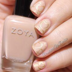 BruisedUpDollie Nails: Zoya Valentines mani