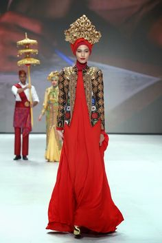 Indonesia Fashion Week 2014 : The Royal Kingdom Of Indonesia Moslem Wear Collection By Dian Pelangi - Glowlicious.Me - Indonesia Beauty and Lifestyle Blog
