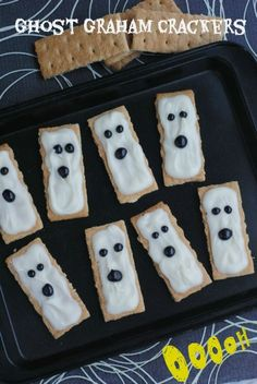 EASY Halloween Treat for the kids - Ghost Graham Crackers from This Mama Loves