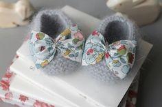 Angora baby booties with Liberty fabric bows Baby Kind, My Baby Girl, Baby Love, Knitting For Kids, Baby Knitting, Baby Patterns, Knitting Patterns, Cardigan Bebe, Liberty Art Fabrics