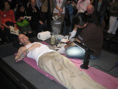 Ross getting tattooed - Tattoos Asian Art Museum, Irezumi Tattoos, Hand Tattoos, January, Japanese, Japanese Language, Japanese Tattoos