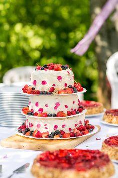 Homemade wedding cake | Fran Burrows Photography