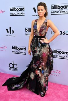 O Look da Kate Beckinsale no Billboard Music Awards 2017 - Gabi May Billboard Music Awards 2017, Kate Beckinsale Hot, Sheer Gown, Olivia Munn, Pearl Harbor, Chic Dress, Red Carpet Dresses, Underworld, Beautiful Celebrities