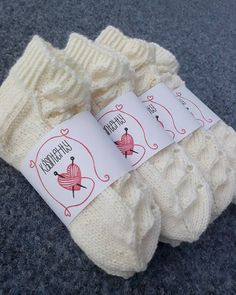Yhdessä itse tehden: Hääsukat Woolen Socks, Knitted Slippers, Baby Knitting Patterns, Knitting Socks, Christmas Stockings, Diy And Crafts, Knit Crochet, Gloves, Diy Projects