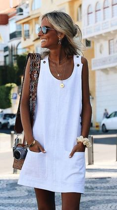 30 Perfect Vacation Outfits for Every Destination : summer outfit inspiration / white dress and bag Cute Summer Outfits, Simple Outfits, Cool Outfits, Summer Dresses, Shift Dresses, Shift Dress Summer, Casual Summer, Men Summer, Outfit Summer