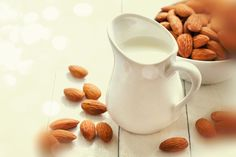Almond milk is a delicious, alkalizing drink that is a wonderful alternative if you& avoiding dairy. How do you make almond milk? Almond Milk Recipes, Homemade Almond Milk, Raw Food Recipes, Cooking Recipes, Healthy Recipes, Make Coconut Milk, Cashew Milk, Oatmeal With Fruit, Milk Alternatives