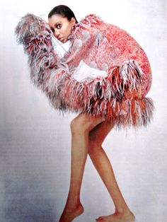 Harper's Bazaar Avril 1965, Donyale Luna in Pacco Rabanne by Richard Avedon