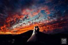 Couple silhouette and backlight with off camera flash - 35 Best Wedding Photos From Fearless Photographers