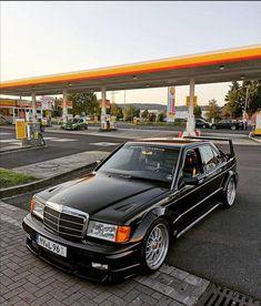 Mercedes 190 E Cosworth Mercedes 190 Evo, Mercedes Benz Autos, Mercedes Benz Cars, Bmw Classic Cars, Classic Mercedes, E28 Bmw, Mercedez Benz, Street Racing Cars, Tuner Cars