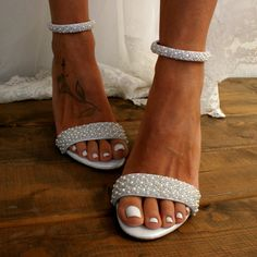 Block heel wedding white leather sandals/ Handmade white leather heels/ Bridal shoes/ Pearl wedding shoes/ White heels / THE ARISTOCRAT. magosisters on Etsy Boho Wedding Shoes, White Wedding Shoes, Wedding Heels, Glitter Wedding, Floral Wedding, Wedding Shoes Block Heel, Cake Wedding, Outdoor Wedding Shoes, Wedding Converse