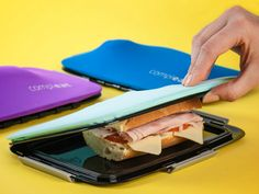 The amazing Compleat FoodSkin has a highly elastic silicone skin that holds your sandwich together. It fits any food, and is completely flat when empty. getdatgadget.com/foodskin-flexible-lunchbox-holds-sandwich-together/