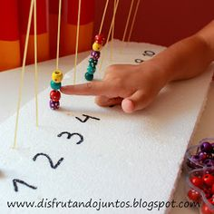 Disfrutando juntos: Trabajamos con cuentas Math 4 Kids, Preschool Learning, Kindergarten Math, Educational Activities, Preschool Activities, Projects For Kids, Crafts For Kids, Pre K Curriculum, Math Manipulatives