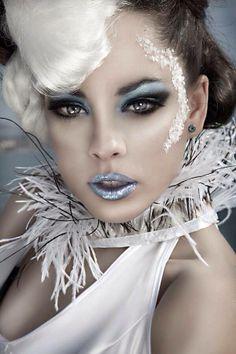 photo of winter eyeshadow Costume Halloween, Halloween Makeup, Ice Queen Makeup, Fantasy Make Up, Winter Makeup, Snow Makeup, Make Up Art, Snow Queen, Costume Makeup