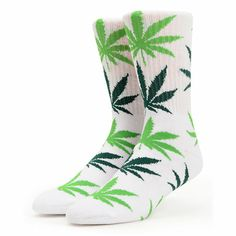 Get that good good green for your feet with the HUF Plantlife socks in the White & green weed print. They may not be homegrown, but these socks are made from a soft cotton, polyester, and spandex blend for a perfect fit. With an all over green weed print the HUF Plantlife White & green socks will keep your feet blazed.