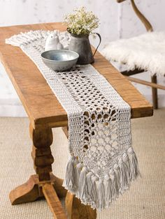 Table Runner The end points are edged with chain loops, creating a base for V-shaped fringes on each end. Design is made using 2 hanks of Berroco Pima 100 worsted-weight cotton yarn in the color stone crop and a size crochet hook. Annie's Crochet, Crochet Gifts, Crochet Doilies, Crochet Hooks, Boho Crochet Patterns, Crochet With Cotton Yarn, Crochet Table Runner Pattern, Confection Au Crochet, Crochet Home Decor