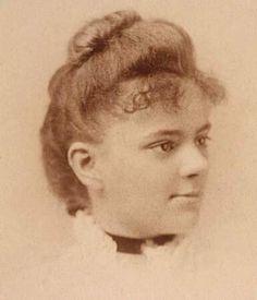 Elizabeth Blackwell, considerada la primera médico de la historia. Quiso estudiar medicina y fue rechazada en 29 escuelas/universidades de EEUU. Por ser mujer la quisieron mandar a estudiar homeopatía, considerada #medicina de segunda. Admitida finalmente (1847) en Universidad de Ginebra (Nueva York) donde se tituló en medicina y cirugía. Además de ser la primera mujer médico, fundó en 1868 una universidad femenina de medicina en EEUU y fue catedrática de ginecología en Inglaterra