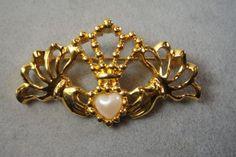 Avon-Claddagh-Pearl-Hand-Heart-Goldtone-Pin-Brooch-Irish-Love-Loyalty-Friendship