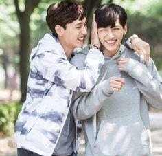 """Choi Tae Joon y Ji Chang Wook en el set de """"Suspicious Partner"""""""