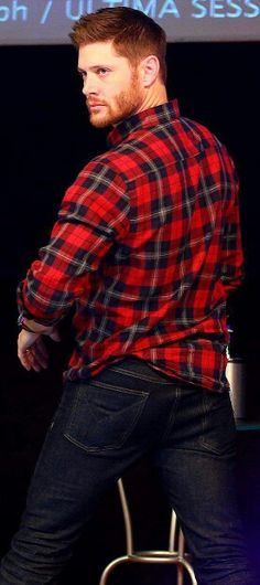 Jensen Ackles - all about that sass! Jensen Ackles Supernatural, Supernatural Series, Jensen Ackles Jared Padalecki, Jensen And Misha, Supernatural Destiel, Supernatural Cartoon, Supernatural Wallpaper, Supernatural Seasons, Dean Winchester
