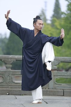 Spring & Summer Thin Section Oblique Collar Natural Linen Robes Taoism Priests Overcoat Kung Fu, Tai Chi Qigong, Art Of Fighting, Figure Photography, Art Photography, Human Poses Reference, Samurai, Taoism, Art Poses