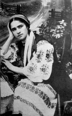 Віра Кутинська, український аніматор та художник. Світлина 1916 р.