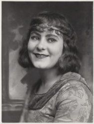 Sara Heyblom (May 27, 1892 - July 20, 1990) Dutch actress (o.a. known from the movies 'Fanfare', 'De Spooktrein' and the series of 't Schaep met de 5 poten/ The sheep with the 5 paws').