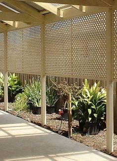27 Awesome DIY Outdoor Privacy Screen Ideas with Picture It's great to have wonderful backyard. So here comes the solution; an outdoor privacy screen. You can build your own DIY privacy screen. Privacy Landscaping, Backyard Privacy, Backyard Fences, Landscaping Ideas, Outdoor Landscaping, Balcony Privacy, Balcony Garden, Diy Pergola, Patio Diy