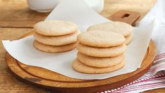 Icebox Butter Cookies Stack of sweet and buttery icebox cookies make dessert thats delicious and convenient. Butter Cookies Recipe, No Bake Cookies, Yummy Cookies, Sugar Cookies, Cookies Et Biscuits, Icebox Sugar Cookie Recipe, Tea Cookies, Freezable Cookies, Cookie Recipes