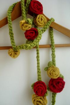crochet necklace - cute!
