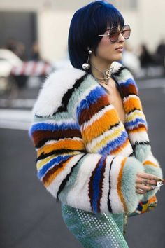 See more of the best street style from Milan Fashion Week. Street Outfit, Street Clothes, Cool Street Fashion, Street Chic, Paris Street, Fur Fashion, Autumn Fashion, Fashion Outfits, Fashion Bloggers