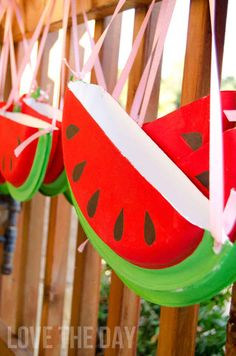Make a Paper Plate Watermelon Purse | 25 Paper Plate Crafts Kids Can Make -- parade candy catcher!?