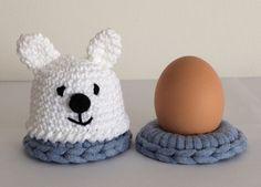 Eierwarmer en eierdopje - IJsbeertje - made by Marygold Crochet Egg Cozy, Easter Crochet, Crochet Ideas, Crochet Patterns, Crochet Kitchen, Easter Brunch, Brunch Ideas, Chrochet, Knitting