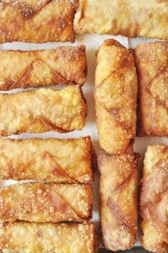Breakfast Egg Rolls // the Chic Site - Brunch Recipes Air Frier Recipes, Air Fryer Oven Recipes, Air Fryer Recipes Appetizers, Air Fryer Recipes Chicken Wings, Air Fryer Recipes Dessert, Breakfast Dishes, Breakfast Recipes, Easy Brunch Recipes, Egg Roll Recipes