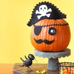 DIY Pumkin Crafts : DIY Pirate Pumpkin - Halloween Pumpkin Ideas