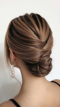Looking for the latest hair do? Whether you want to add more edge or elegance – Updo hairstyles can easily make you look sassy and elegant. Hairdo Wedding, Bridal Hair Updo, Wedding Hair And Makeup, Hair Makeup, Boho Wedding, Up Hairstyles, Wedding Hairstyles, Short Hair Bridesmaid Hairstyles, Long Hair Video