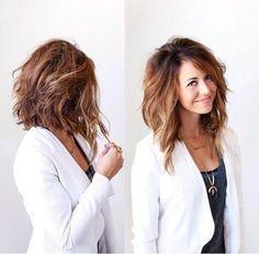 Beau style de cheveux mi-longs
