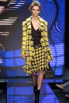 3a1524b249cb Versace Fall 2004 Ready-to-Wear Fashion Show