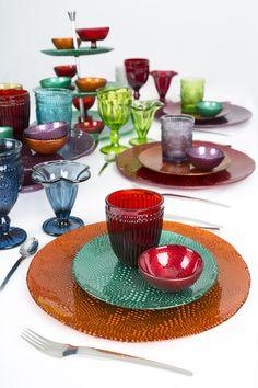 ¿Aún no sabes qué regalar en Navidad? Regala color a los seres que más quieres con hermosos platos, vasos y copas.
