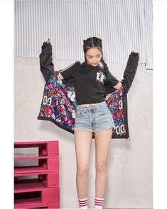 Discovered by Gvanca. Find images and videos about apink, naeun and son naeun on We Heart It - the app to get lost in what you love. Kpop Fashion, Korean Fashion, Girl Fashion, Eunji Apink, Uzzlang Girl, Korean Outfits, Korean Clothes, Girl Swag, Korean Celebrities
