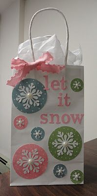 Gift bags with recipes & something to carry cookies home in.